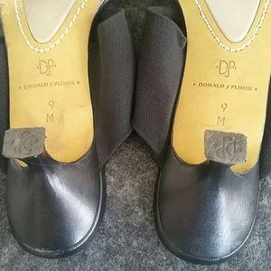 Donald J. Pliner Shoes - Donald j. Pliner thong Sandal with kitten heel sz9